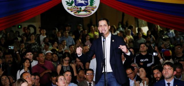 Guaidó enfrentó a la dictadura cobarde de Maduro tras llegar a Venezuela